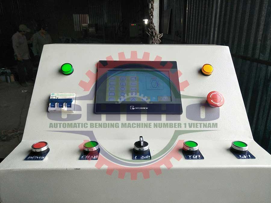 Bảng điều khiển cảm ứng của máy bẻ đai sắt