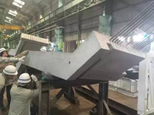 Các bộ phận rời rạc này đã được sản xuất từ trước bằng bê tông cốt thép và người ta chỉ mang đến công trường rồi lắp chúng lại là được.