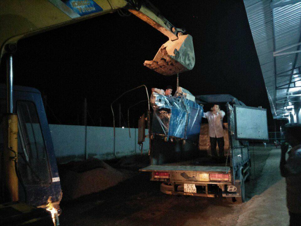 23h giờ đêm, máy bẻ đai sắt về tới Trà Vinh
