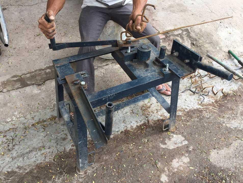 Bàn uốn sắt thủ công