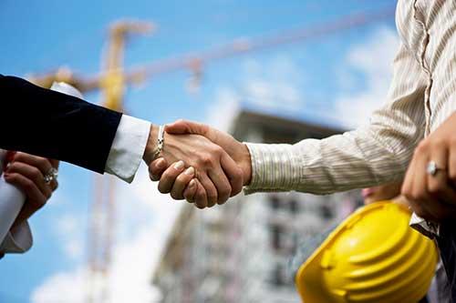 thỏa thỏa thuận giá hợp lý với nhà thầu