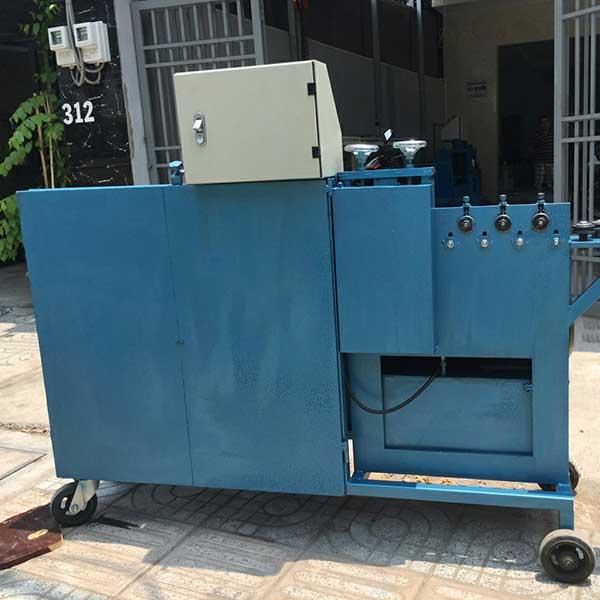 Mặt sau máy bẻ đai sắt Cá Heo Việt