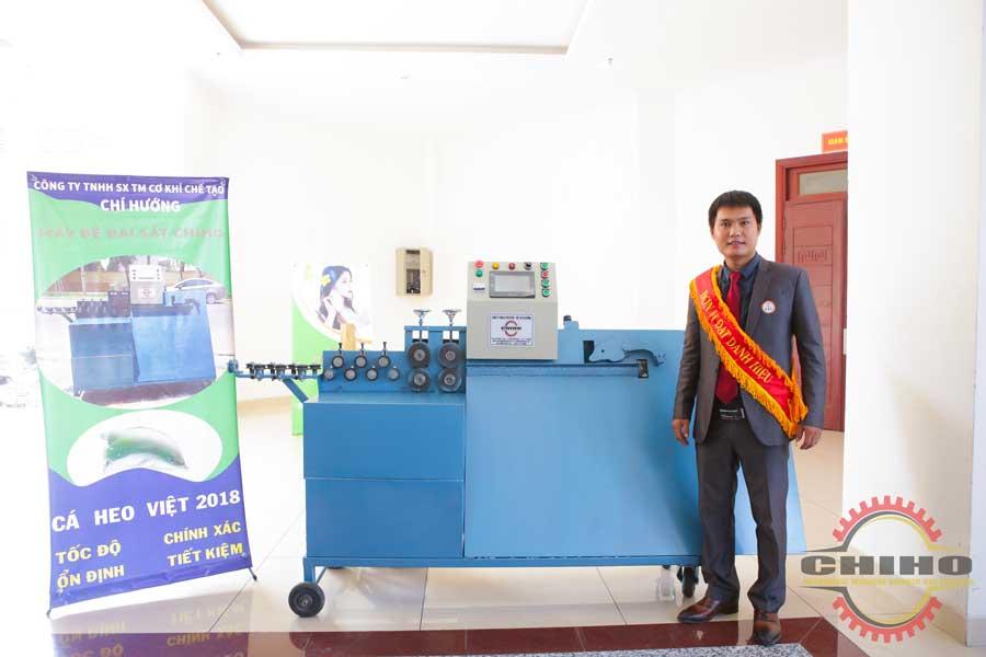 Máy bẻ đai sắt cá heo Việt 2018