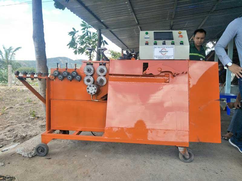 Máy bẻ đai sắt Cá Heo Việt Mini 2019