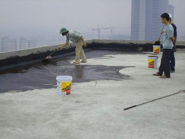 Tới nước cho bê tông đông